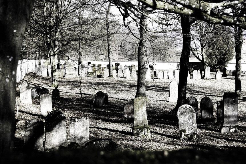 20110207114834_juedfriedhof_harburg.jpg