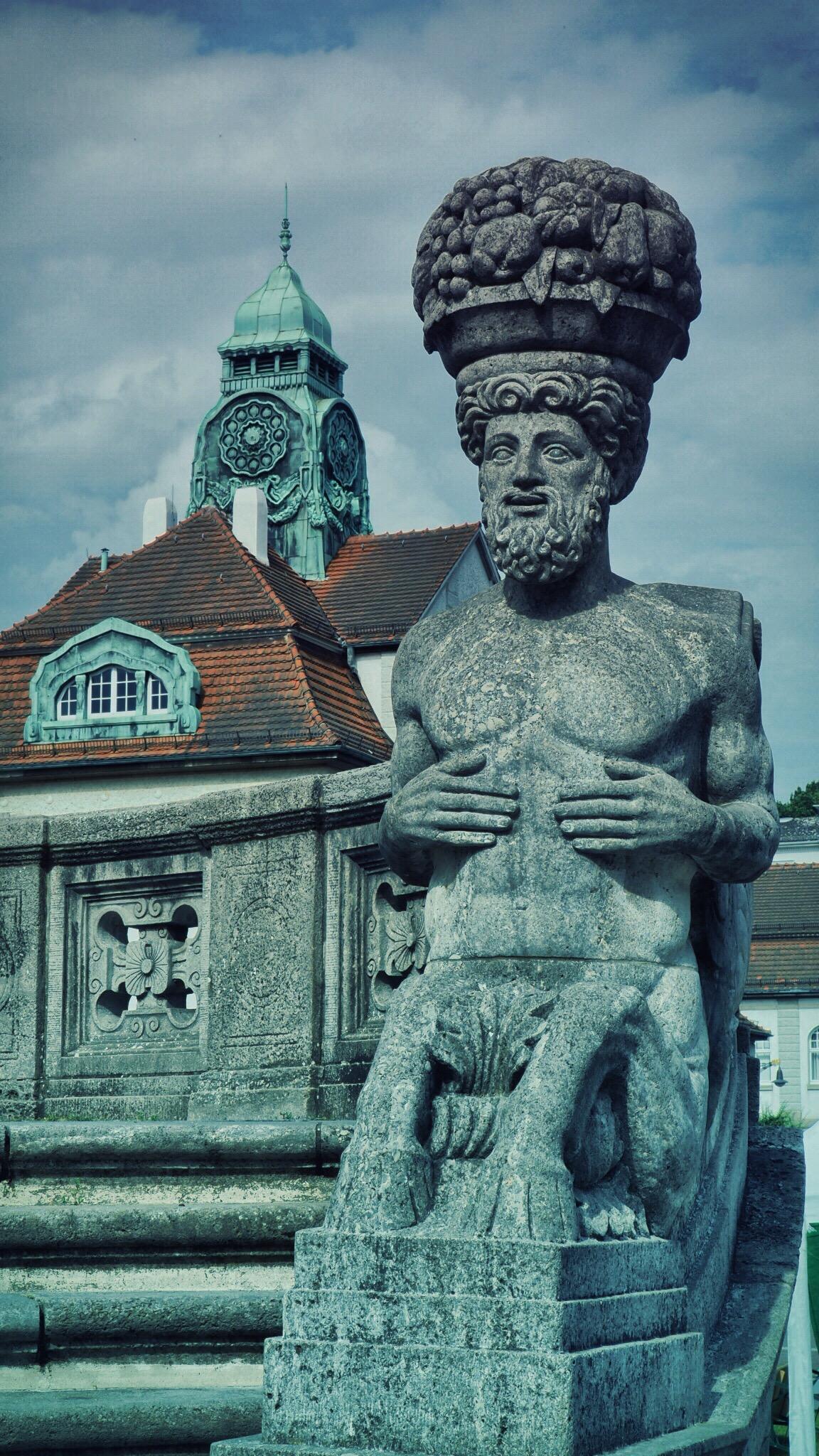 Skulptur im Sprudelhof