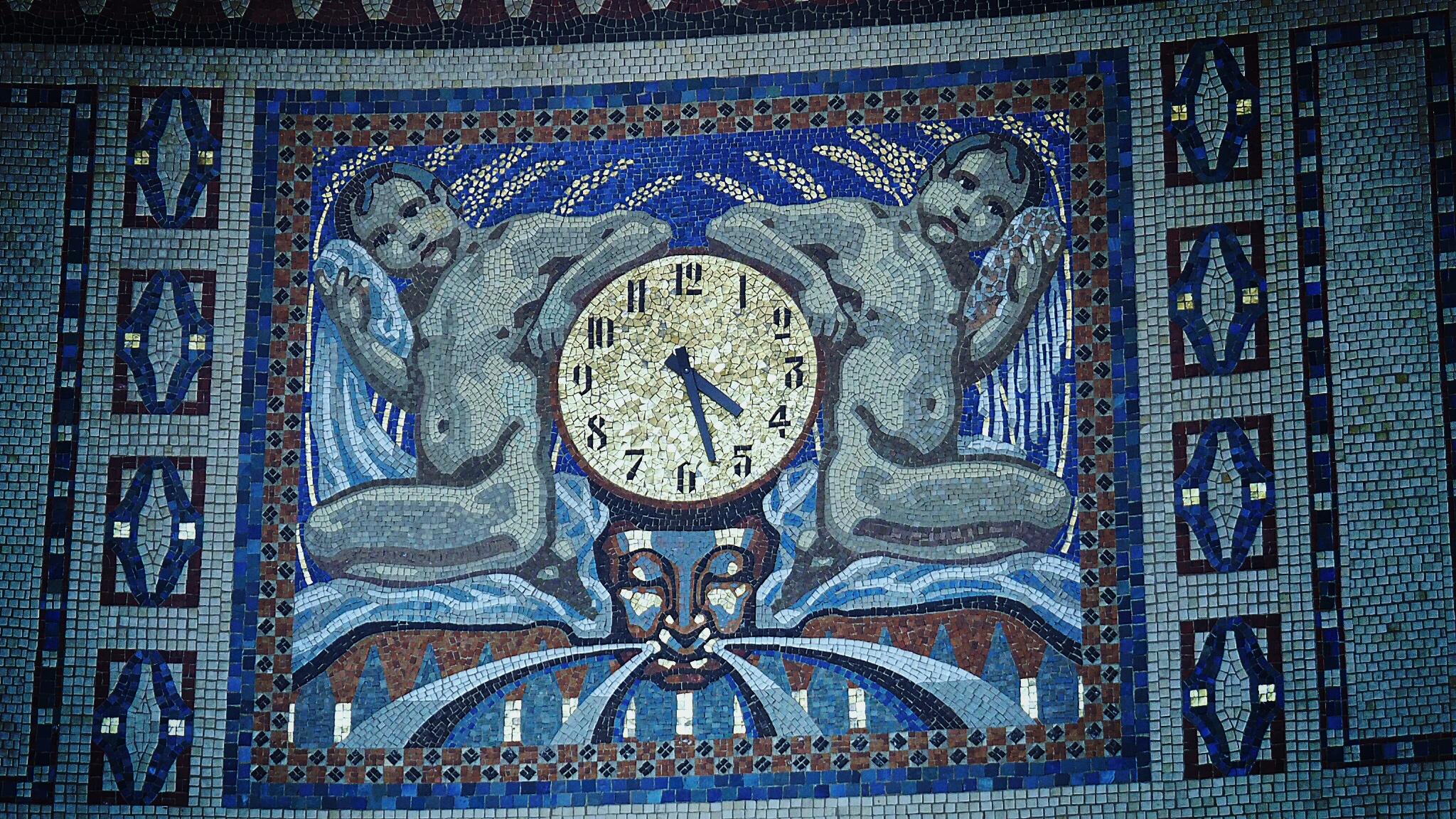 Uhr im Badehaus 3