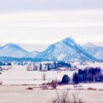 Blick über den zugefrorenen Hopfensee nach Westen